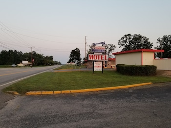 Dogwood Motel in Mountain View, Arkansas