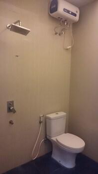 Novatel Yogyakarta - Bathroom  - #0