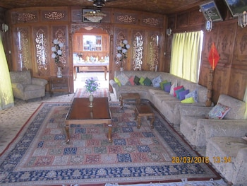 Zaffer Group of Houseboats - Featured Image  - #0