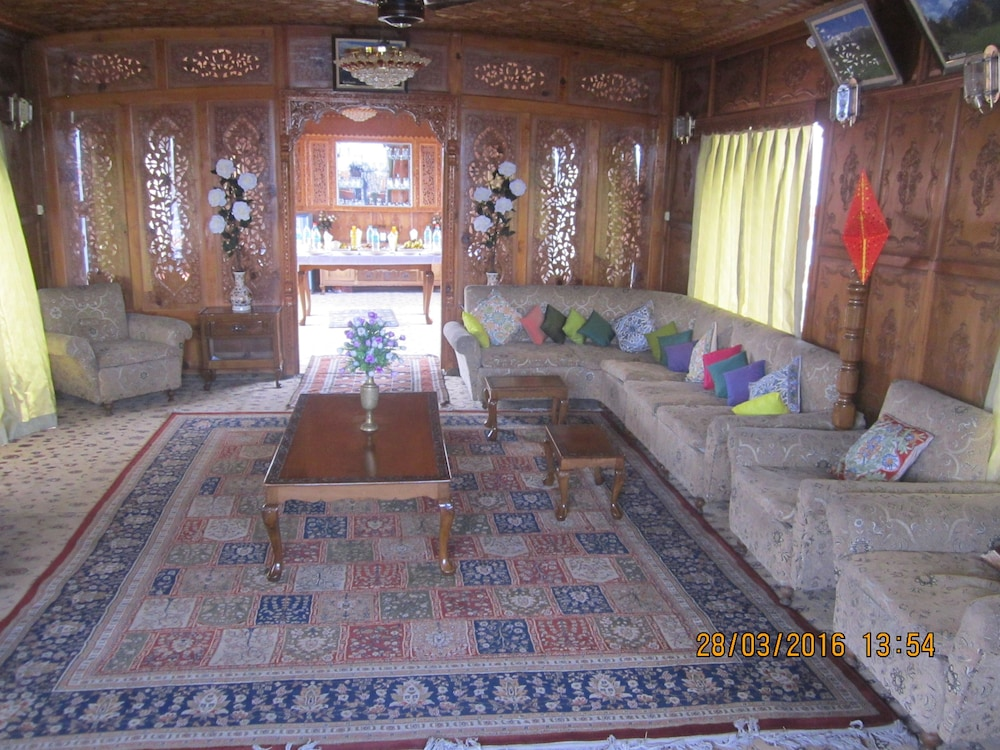 Zaffer Group of Houseboats