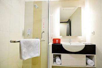 ZEN Rooms Pluit Bandengan - Bathroom  - #0