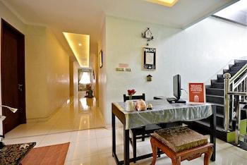 ZEN Rooms Tebet Gudang Peluru - Reception  - #0