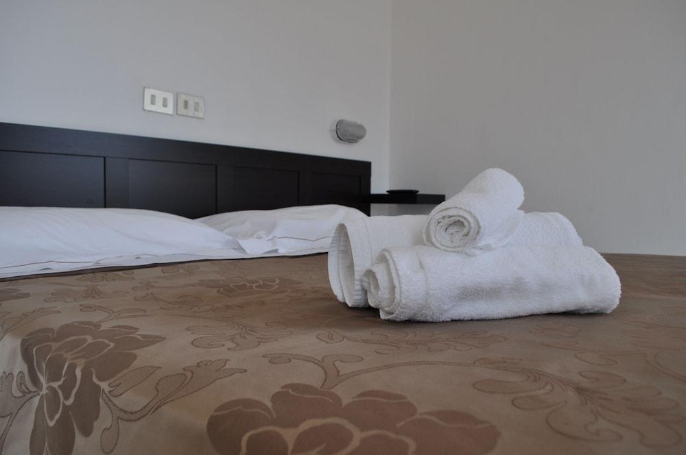Hotel Urano - Bed & Breakfast
