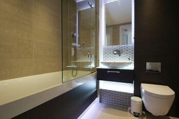 Aldgate East Studio - Bathroom  - #0
