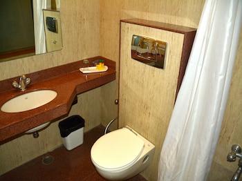 FabHotel Royal CM Bani Park - Bathroom  - #0