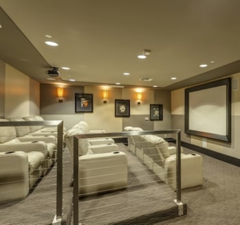 Global Luxury Suites at Main Street - Theater Show  - #0