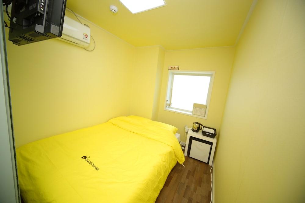 24 Guesthouse Sinchon Avenue