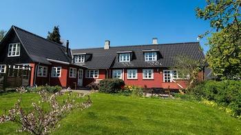Photo for Pyttegaarden Apartments in Gudhjem