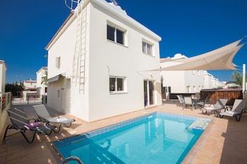 Photo for Sunset Villas in Larnaca