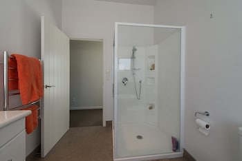 Lupin Lodge Bed and Breakfast - Bathroom  - #0
