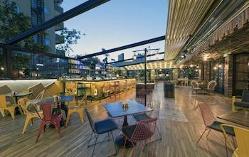 Voswos Garage Coffee & Hotel