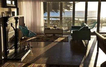 Penguin Beachfront Apartments (599333) photo