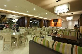 RedDoorz @ Sunset Road Kuta - Hotel Interior  - #0