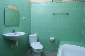 RedDoorz @ Legian Lebak Bene - Bathroom  - #0