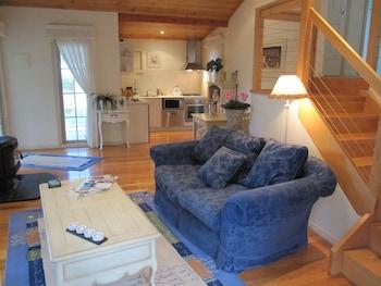 Myers Creek Cascades Luxury Cottages - Living Area  - #0
