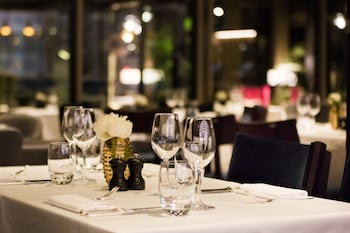 Devonshire Club & Hotel