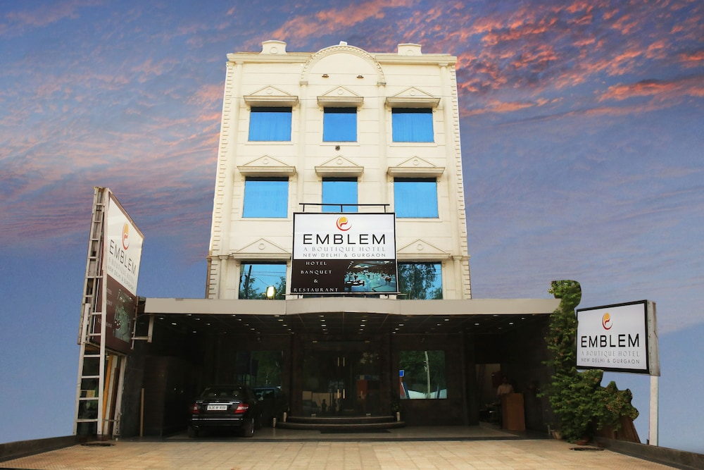 Emblem Hotel Sector 14 Gurgaon