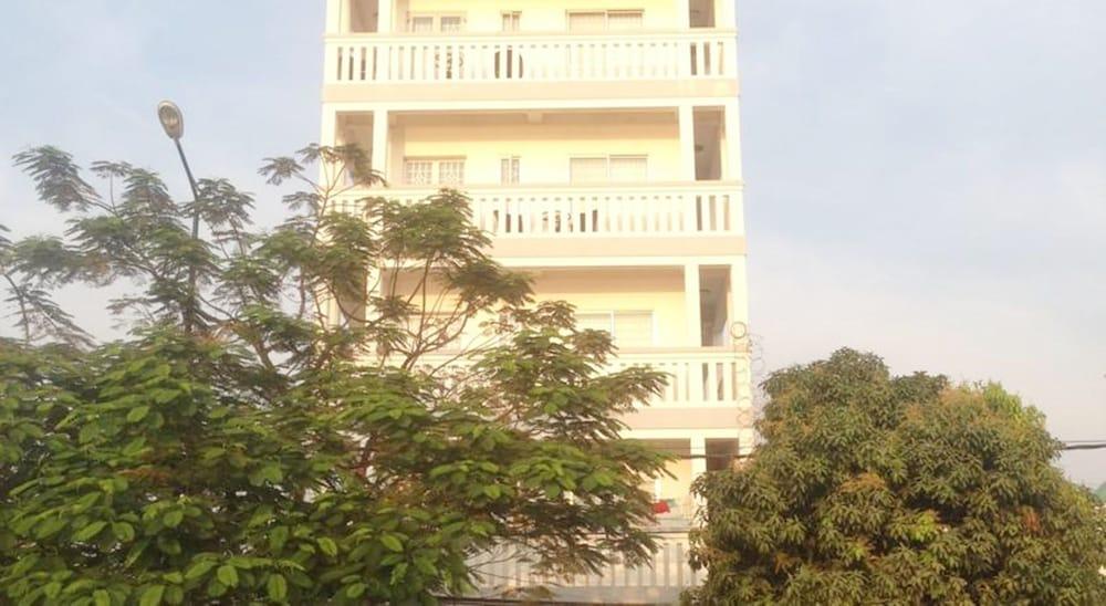 City Riverfront Apartment