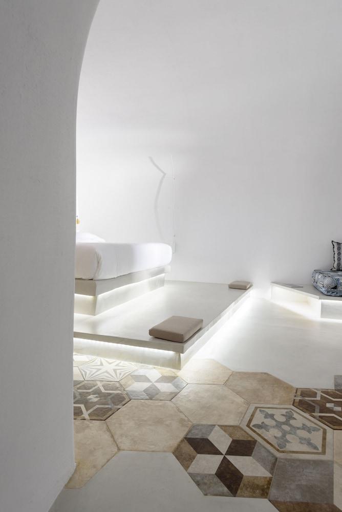 Solstice Luxury Suites