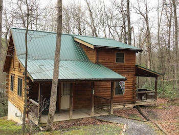 Country Road Cabins in Hico, West Virginia