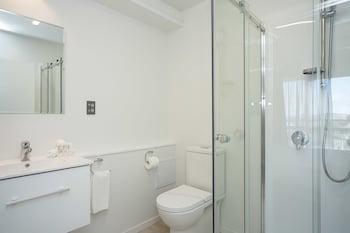 Quest Petone - Bathroom  - #0