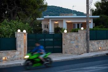 Xaroula House