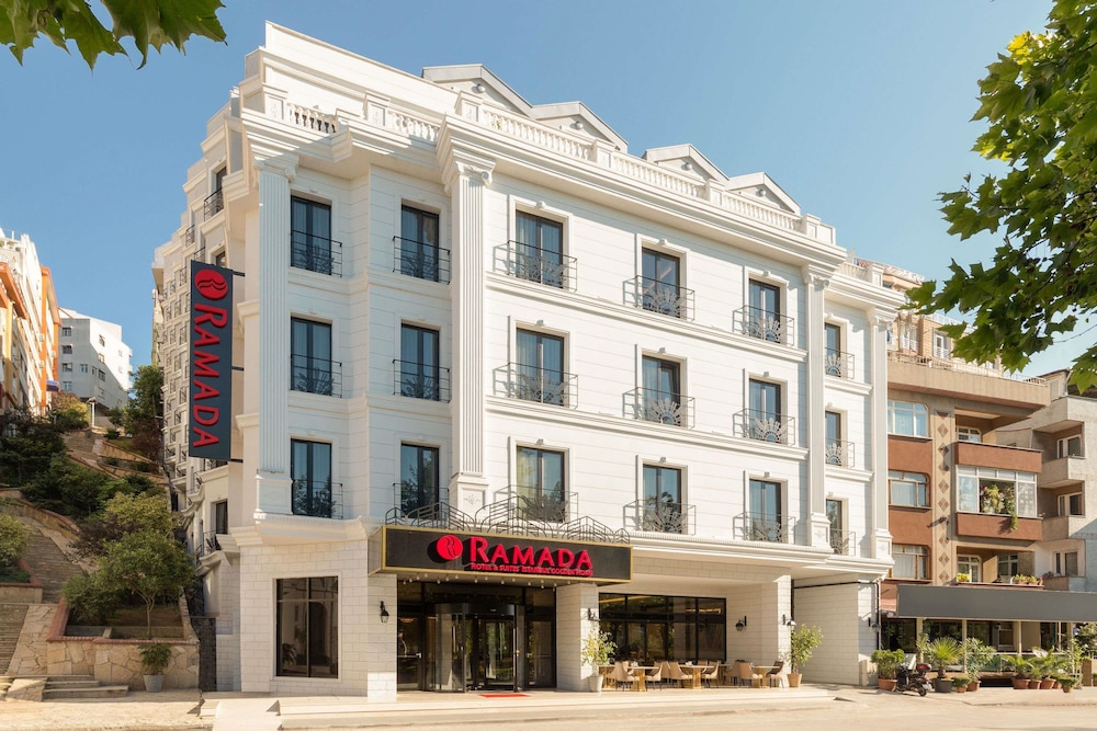 Ramada Hotel & Suites by Wyndham Istanbul Golden Horn