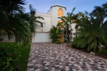 15 Coco Plum Beach access by RedAwning