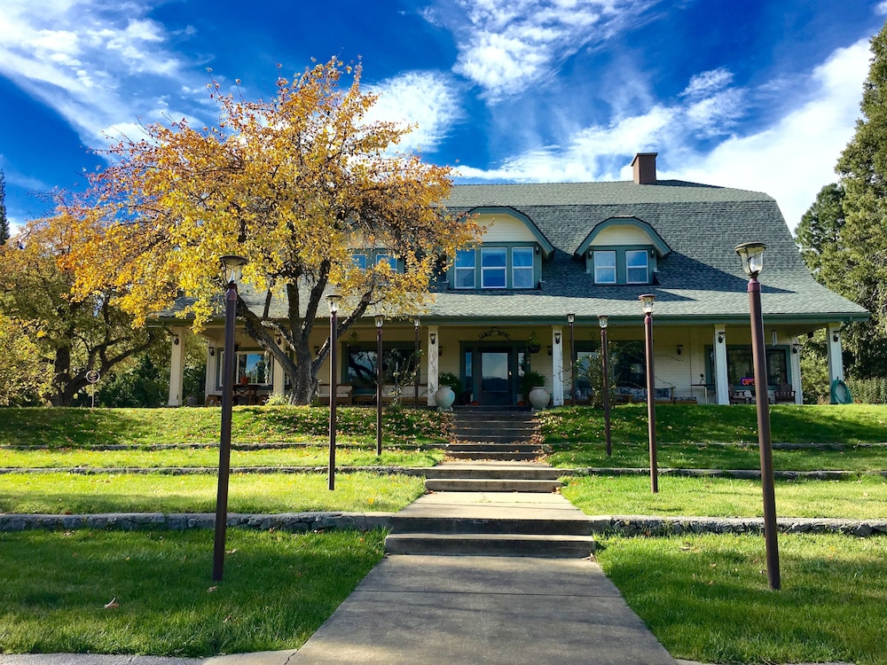 Mount Shasta Ranch Bed and Breakfast