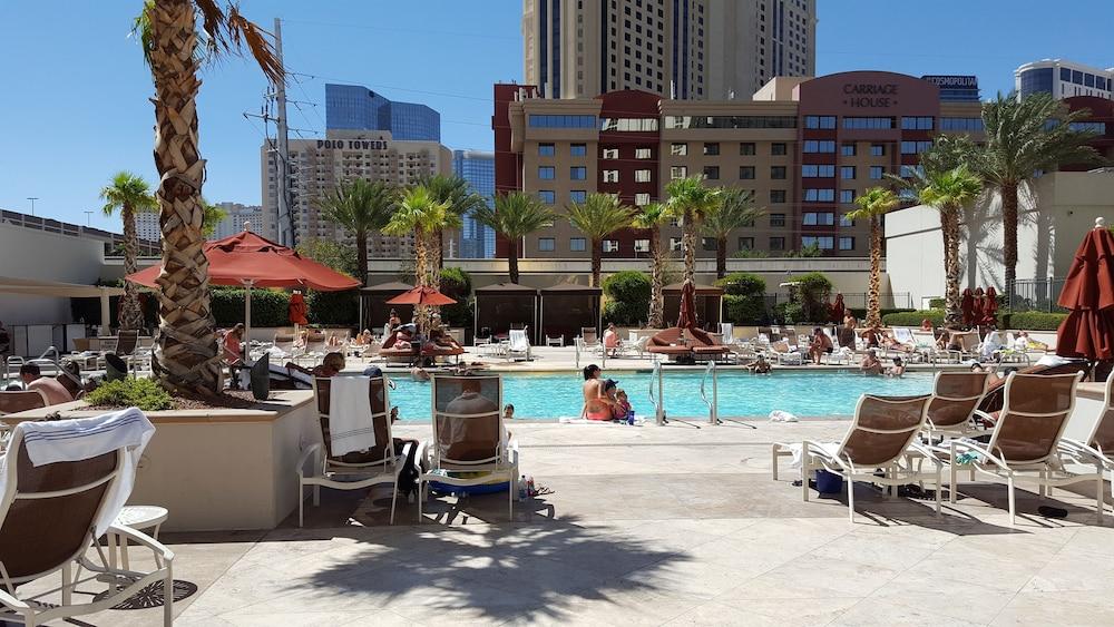 SpareTime Resorts at The Signature Condo Hotel