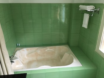 Pataleban Vineyard Resort - Deep Soaking Bathtub  - #0