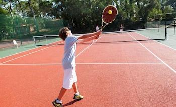 Belambra Hotels & Resorts Les Estagnots Pinède - Tennis Court  - #0