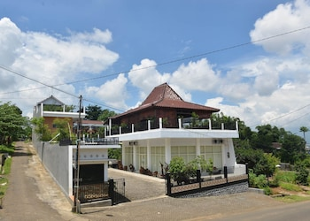 Malang Hill Gallery & Homestay - Featured Image  - #0