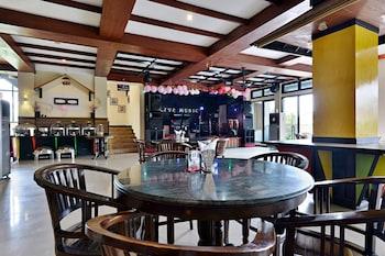 ZEN Rooms Cibogo Megamendung Puncak - Restaurant  - #0