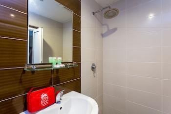 ZEN Rooms Basic Raja Laut - Bathroom  - #0