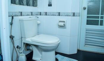 ZEN Rooms Park Lane Negombo - Bathroom  - #0