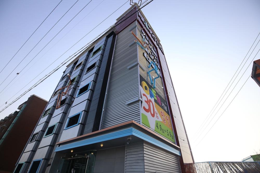 No1 Hotel