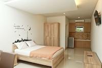 RedDoorz Deluxe Room