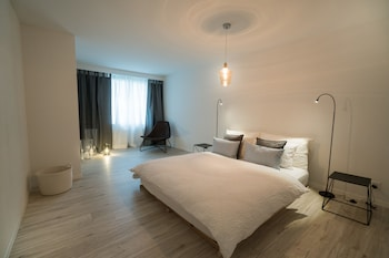 Paradeplatz Apartment by Airhome - Featured Image  - #0