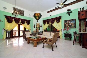 Mariposa - Interior Entrance  - #0