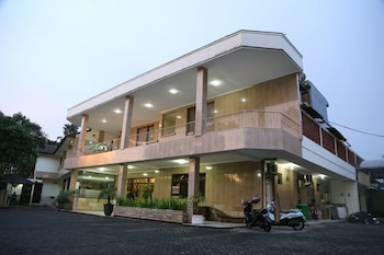 Hotel Aloha Malang - Featured Image  - #0