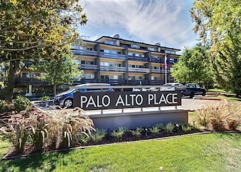 Upscale 1 Br apts in Palo Alto by RedAwning