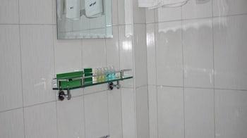 Honey Pine Hotel - Bathroom  - #0