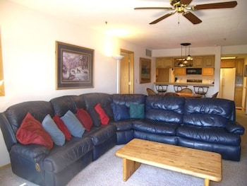 Lake Forest 2 Br condo by RedAwning