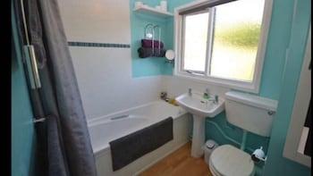 Milton Keynes City Heights Accomodation - Bathroom  - #0