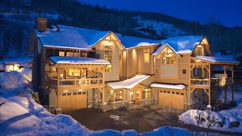 Black Bear 4 Br chalet by RedAwning