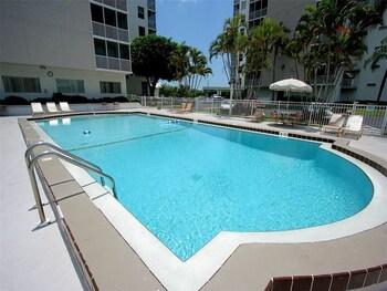 Bonita Beach and Tennis pools 1 Br condo by RedAwning
