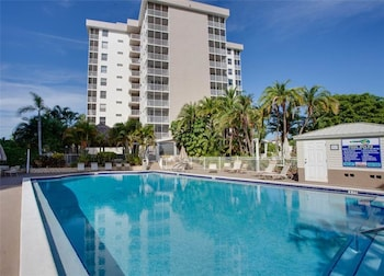 Bonita Beach and Tennis 4507 1 5th Floor 2 Heated Pools Sleeps 4 1 Br condo by RedAwning