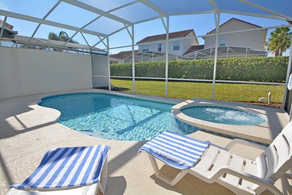 731 Sunbright Villa 5 Br villa by RedAwning