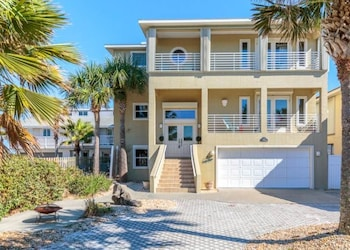 Sea Turtle 4 Br home by RedAwning